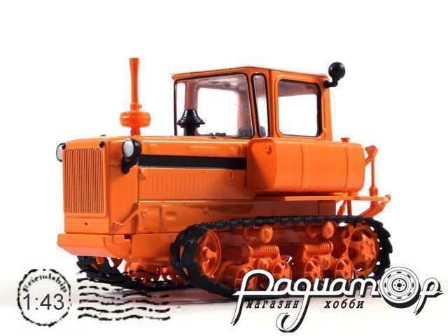 ДТ-75 второго поколения (1978) с журналом Тракторы №19
