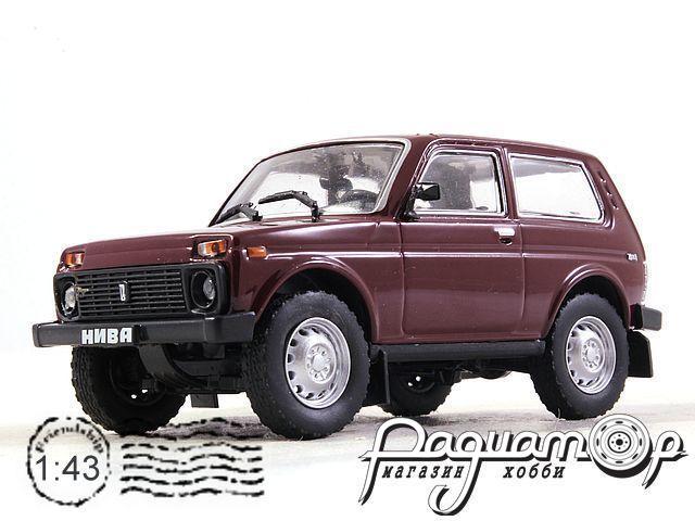 ВАЗ-21213 «Нива» (1994) с журналом Автолегенды СССР и Соцстран №213