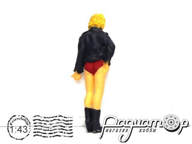 Блондинка в черной курточке MB019