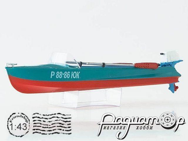 Лодка Казанка-М с вёслами и ПЛМ Вихрь (1955) 0002MP