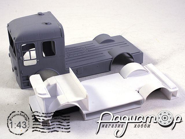 Сборная модель СВАРЗ ТГ-3 спецтягач платформа (1964)
