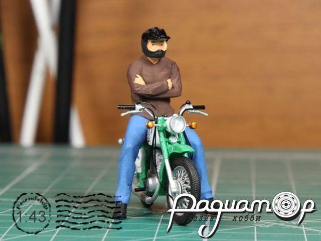 Мотоциклист Толя (для Иж Планета-3) черный шлем mototoly2