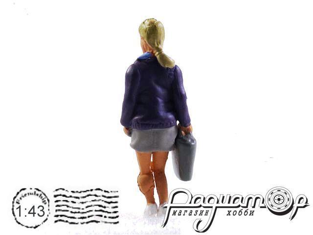 Фигурка Женщина с сумкой 915252