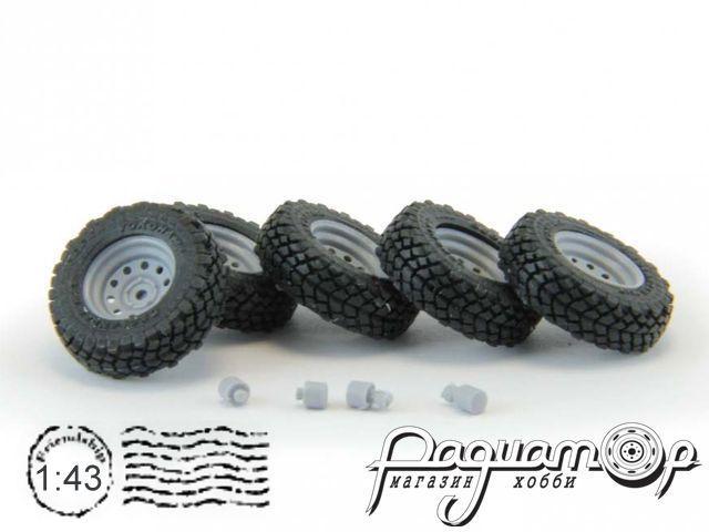 Набор колес для внедорожников (диск Off-Road Wheels с круглыми отверстиями, резина Yokohama Geolandar) GM010