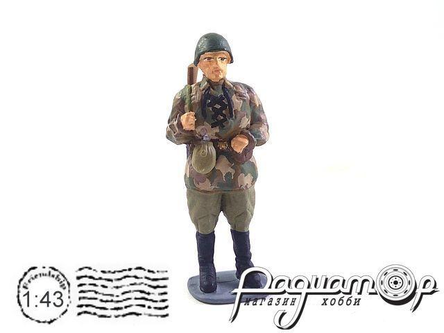 Советский солдат в трофейной немецкой куртке AU112