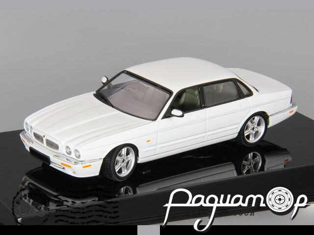 Jaguar XJR (1997) 53602