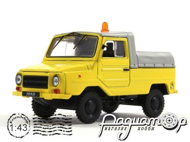 Автомобиль на службе №39, ЛУАЗ-2403 тягач контейненрных тележек (1979)